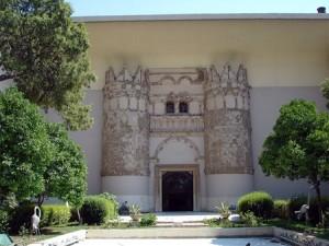 Puerta Qasr-al-Hayr-al-Gharbi . Museo de Damasco