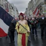 la-marianne-revolutionnaire-dans-les-rues-de-paris-2012     O. Coret