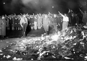 Quema de libros en la Alemania Nazi.